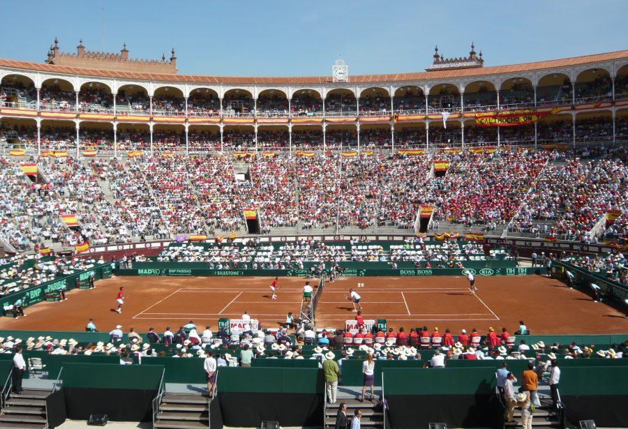 Partido de tenis dobles durante la Copa Davis