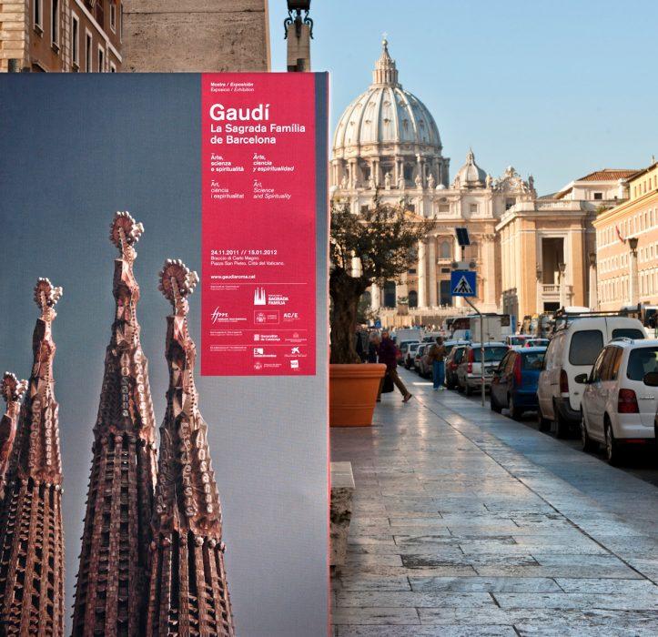 Detalle del diseño gráfico de Gaudí a Roma