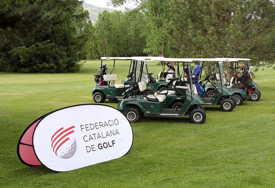 Carritos de golf y lona con el logotipo de la Federació Catalana de Golfntal