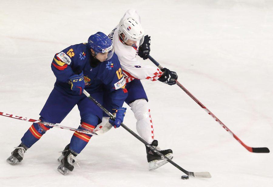Fotografía de dos jugadores jugando a hockey hielo